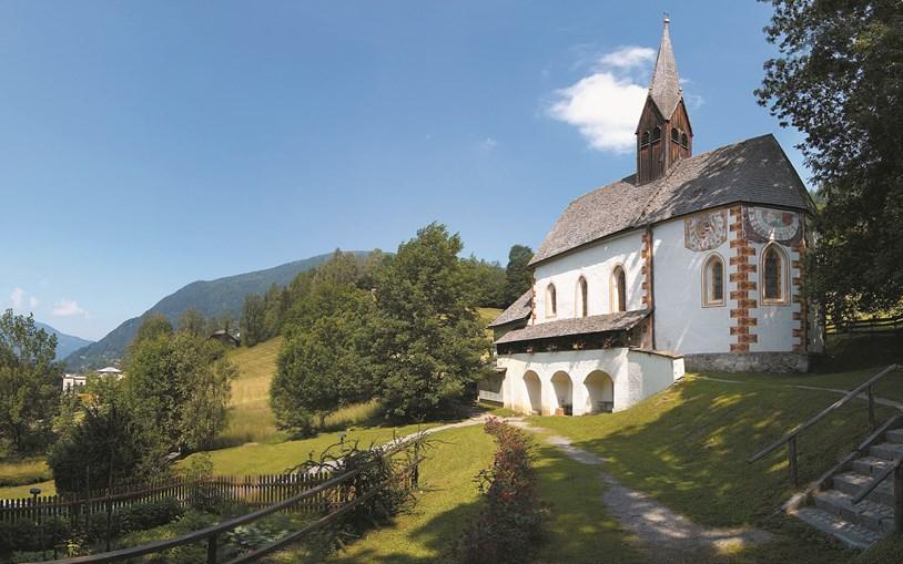 Kirche-St.-Kathrein nur wenige Meter von der Thermenwelt Hotel Pulverer entfernt
